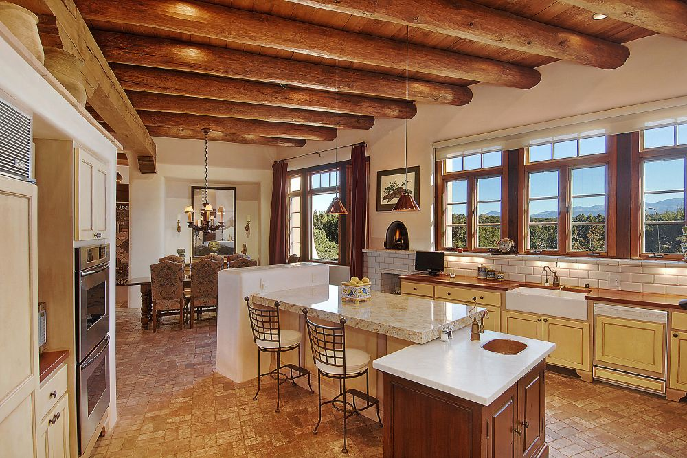 Bright And Sunny Country Kitchen ...