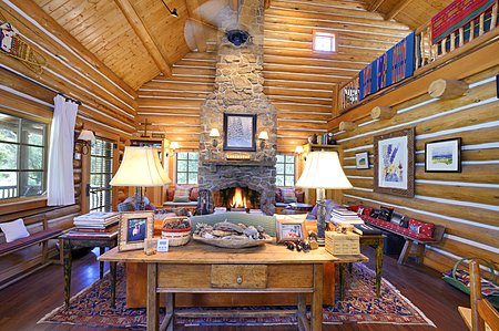 Absolutely Charming Great Room w/NM Moss Rock Fireplace