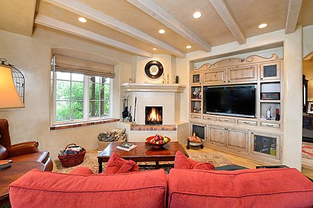COUNTRY KITCHEN LIVING-FAMILY ROOM