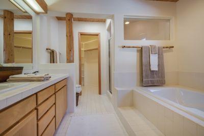 En Suite Bath in First Guest Suite