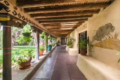 Courtyard Portal/Banco