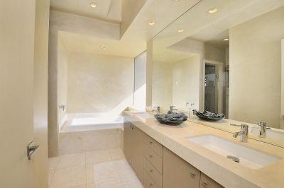 Guest Apartment Bathroom