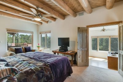 Relaxing, comfortable, nest! A master suite to nestle into...