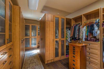 Master Suite - walk-in closet