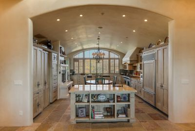 Spacious Eat-in Kitchen with Barrel-vault ceiling, Fireplace & Professional stainless appliances