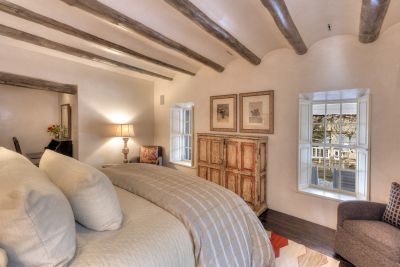 Guest House & Studio - Guest Master Bedroom