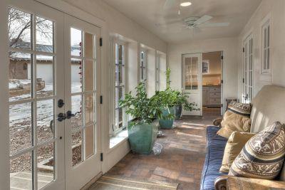 Cartetaker's House/2nd Guesthouse - Foyer/Sun Room