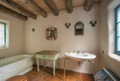 885 Palace - Bathroom (1)