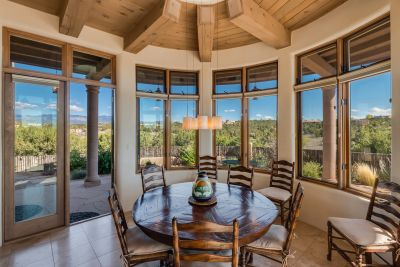 Circular Dining Room with Panoramic Views