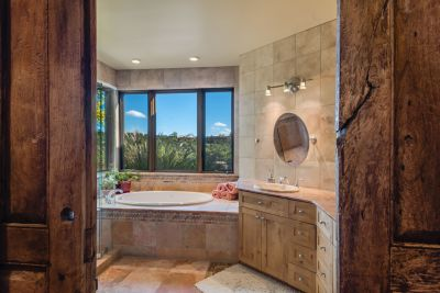 Luxurious Owners' Bath