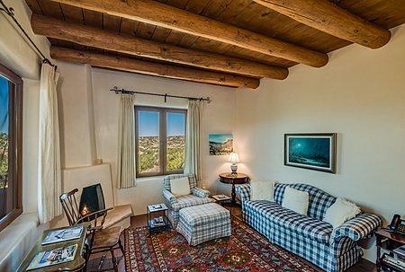 Gate House Living Room w/Fireplace