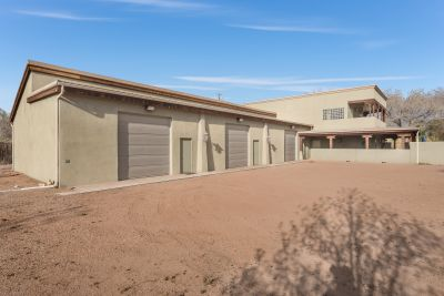 Oversized Six Car Garage/ Flex Space