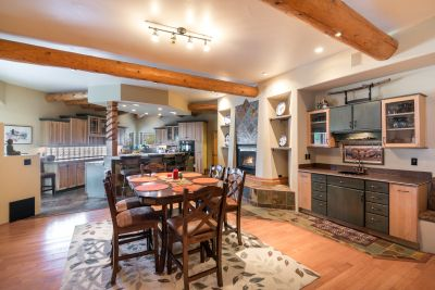 Open Floorplan Entertaining with Fireplace and Wet bar