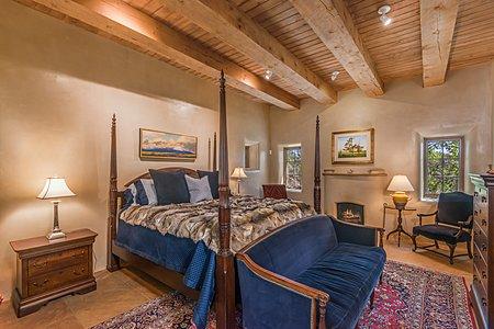 Guest Suite with En Suite Bathroom