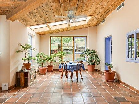 Sun room/ Dining room