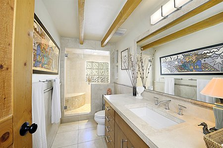 Main House - Guest Bathroom
