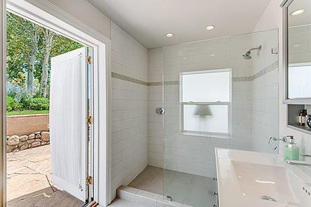 En Suite Bathroom to Fourth Guest Bedroom