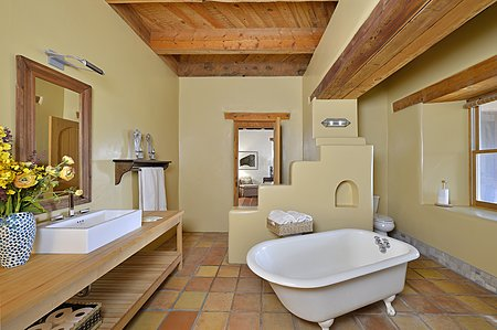 Master suite bath with soaking tub