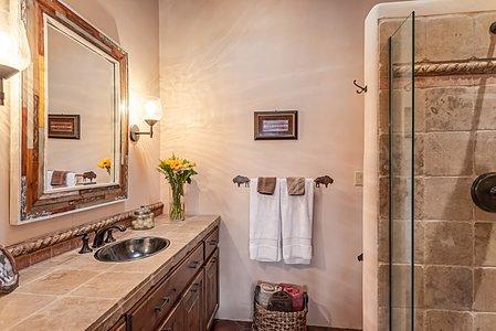 ...and has an En Suite Bath