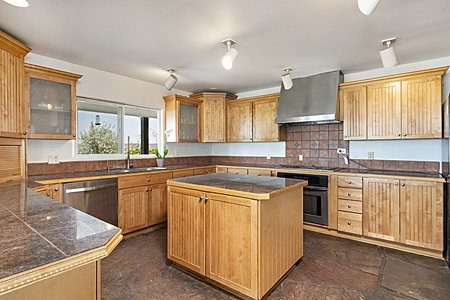 Intelligently designed, bright and cheery open kitchen!