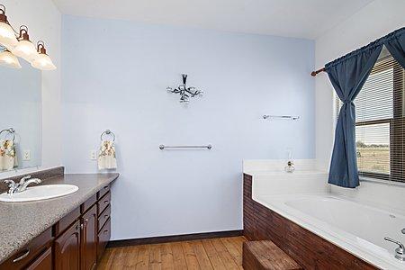 Large Owner's Bath
