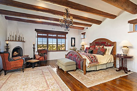 Private Master Bedroom w/Sitting Area