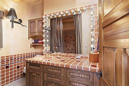 Gate house en suite bathroom